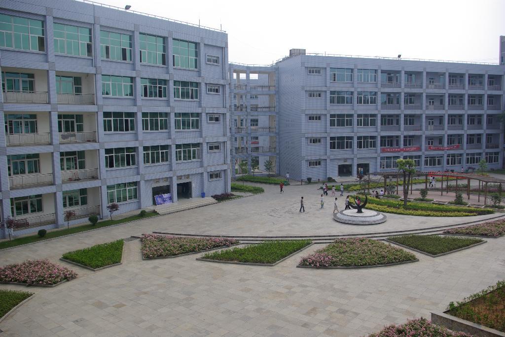 贵州大学就业信息网_白云校区校园图片-贵州师范大学